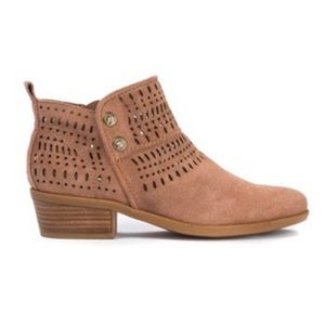 BARETRAPS GEORGIA PERFORATED LEATHER ANKLE BOOTIES